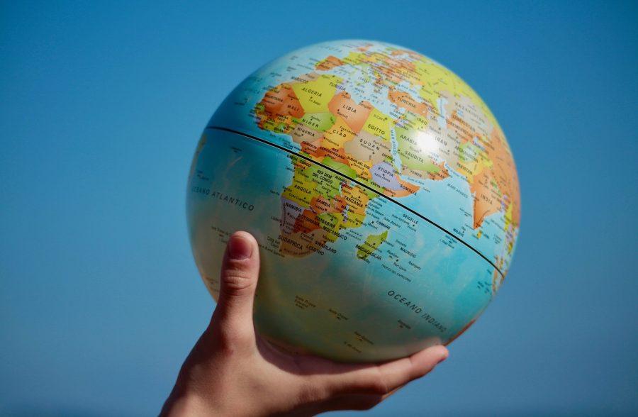 Hand_holding_World_Globe